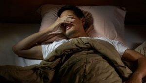 Suor noturno excessivo: descubra as causas e soluções