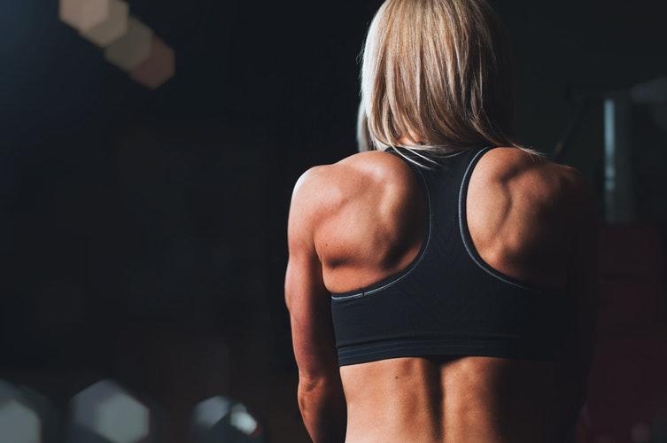 Camiseta-de-compressão-outros-benefícios-músculos
