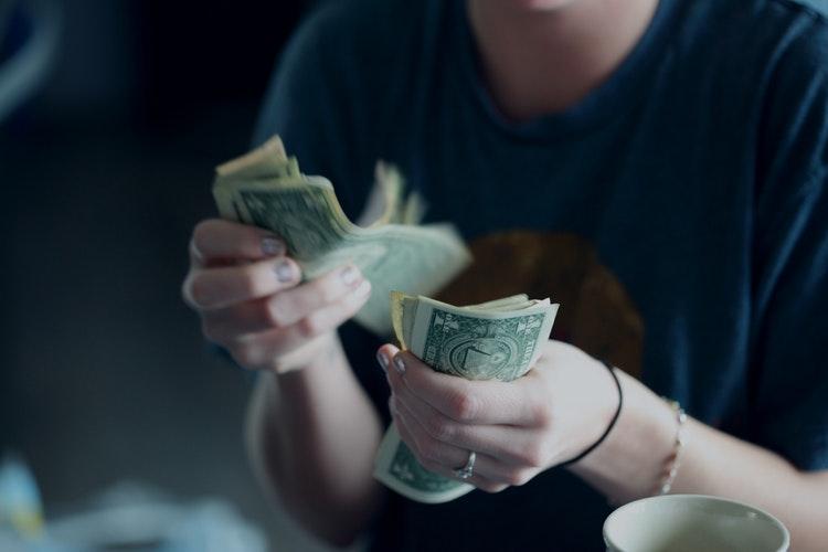 como-planejar-uma-viagem-tenha-dinheiro-em-mãos