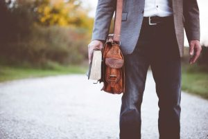 Roupas para trabalhar: saiba como variar o guarda-roupa masculino