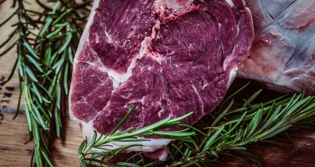 Excesso de carne causa mau cheiro