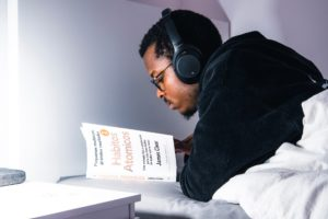 atomic-habits-livro-sobre-hábitos-destaque