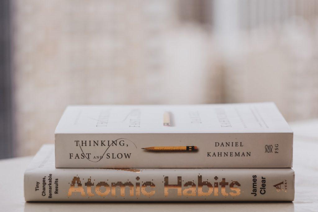 livro-sobre-hábitos-e-comportamento-humano-rápido-e-devagar